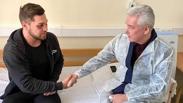 Мэр города Москвы Сергей Собянин посетил Романа Ковалева в больнице