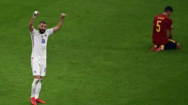 France's forward Karim Benzema (L) celebrates at the end of the Nations League final football match between Spain and France at San Siro stadium in Milan, on October 10, 2021. (Photo by MIGUEL MEDINA / POOL / AFP)