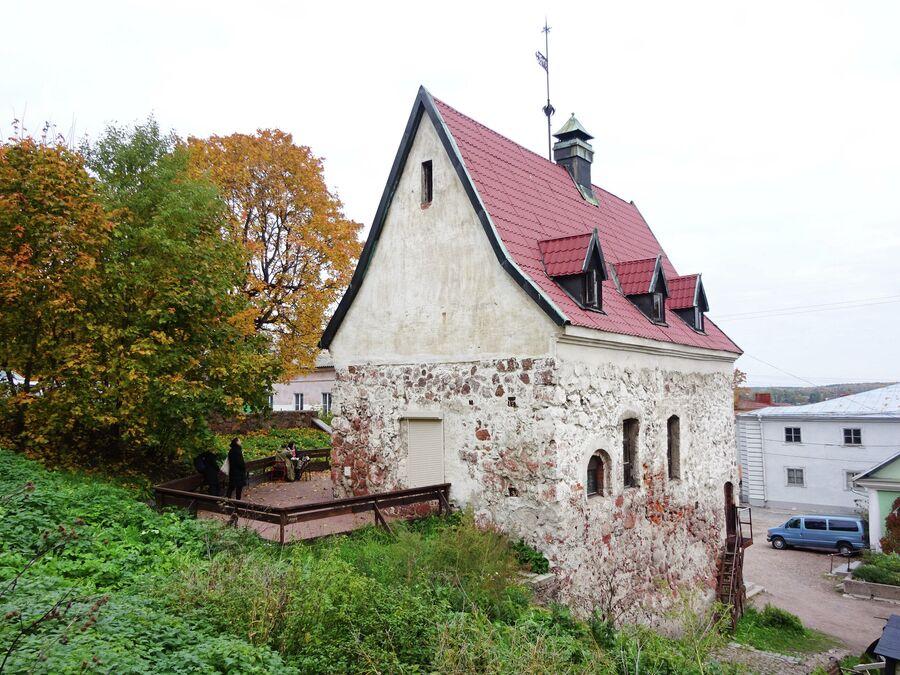 Усадьба бюргера построена в 16-17 веке.