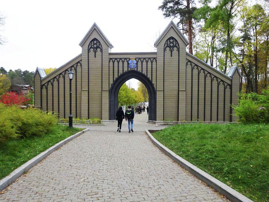 Главные ворота (1830-е г., воссозданы в 2019 г.)