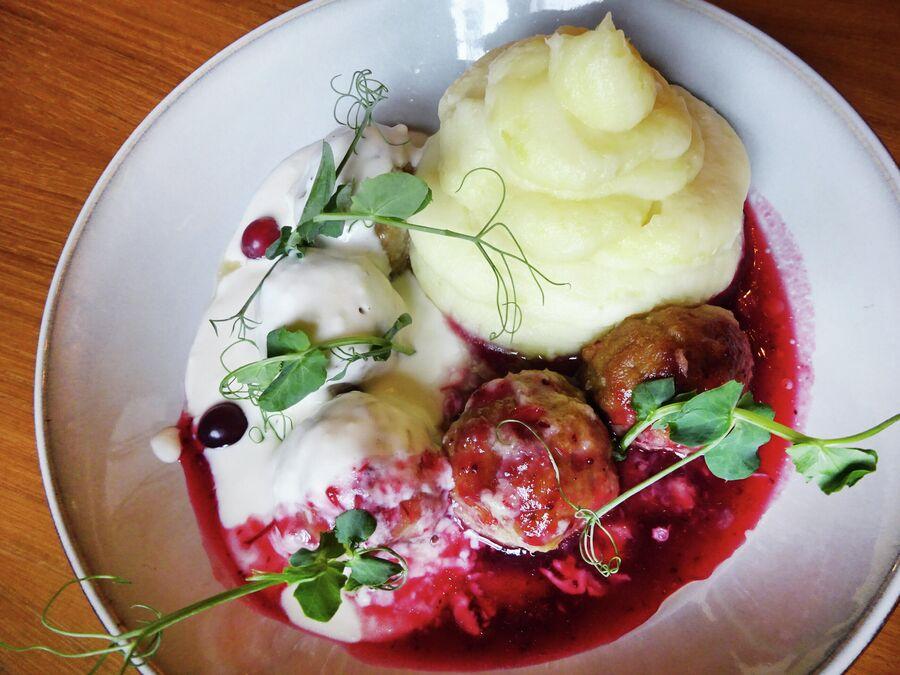Шведские фрикадельки в ресторане August Wahl