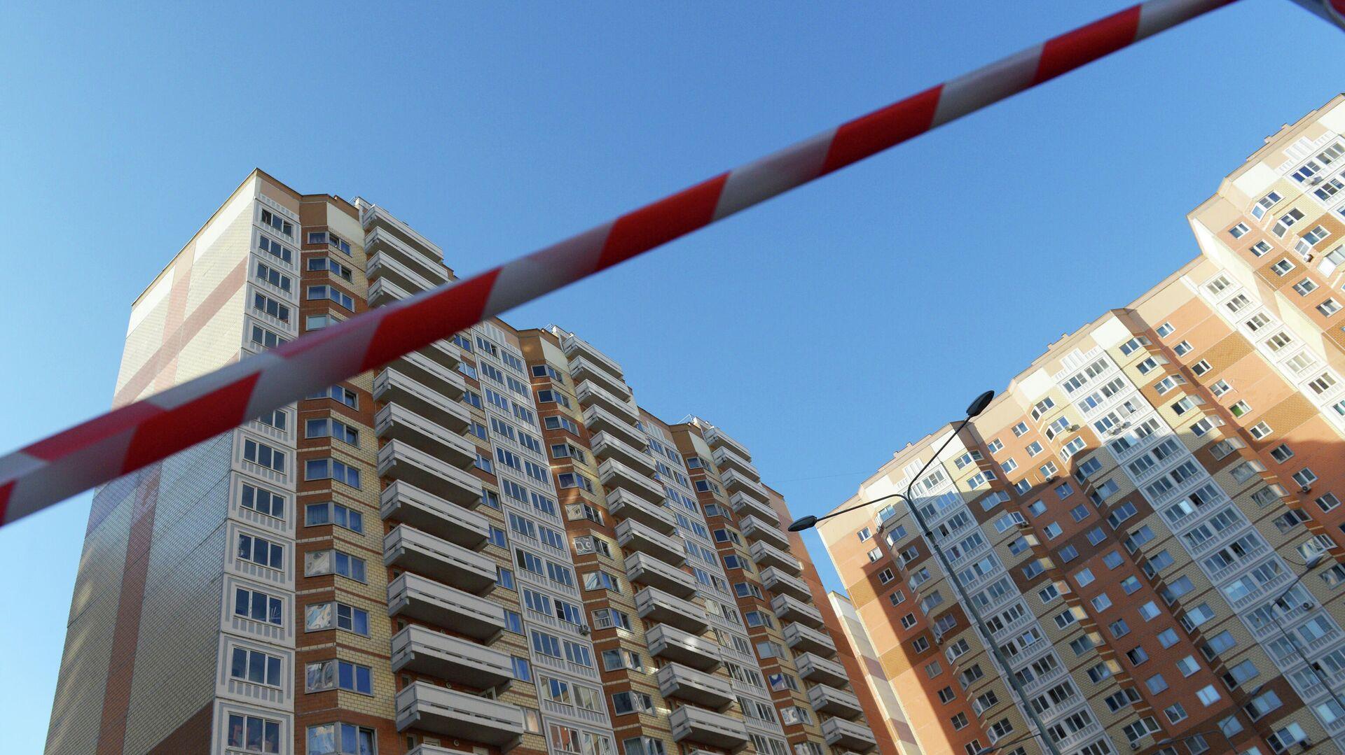 Жилой дом на улице Левобережной в Москве, где были обнаружены тела женщины и двух детей - РИА Новости, 1920, 11.10.2021