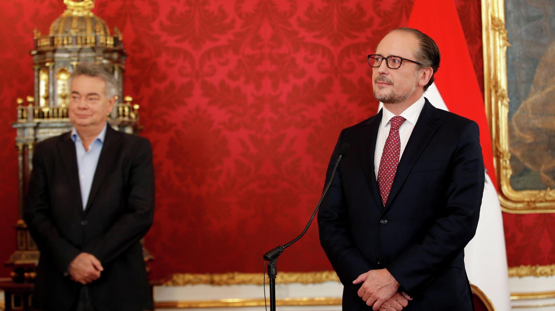 Назначенный канцлер Австрии Александер Шалленберг и вице-канцлер Вернер Когле на церемонии приведения к присяге во дворце Хофбург в Вене - РИА Новости, 1920, 13.10.2021
