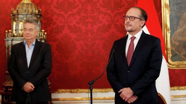 Назначенный канцлер Австрии Александер Шалленберг и вице-канцлер Вернер Когле на церемонии приведения к присяге во дворце Хофбург в Вене