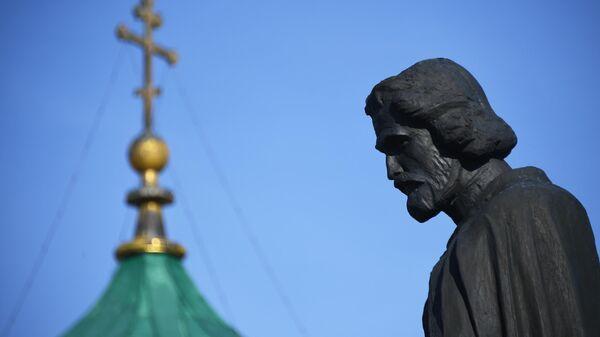 Памятник Дмитрию Донскому в селе Монастырщино в Тульской области