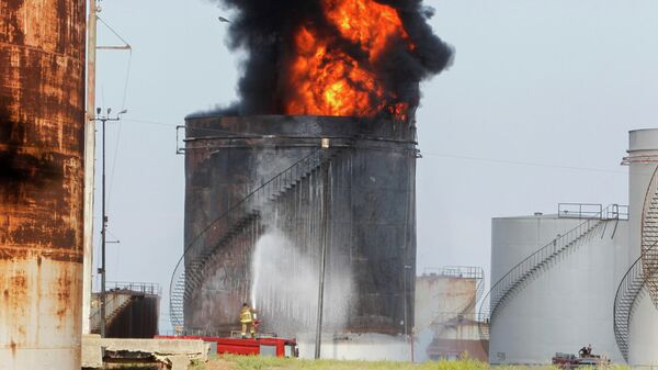 Пожар на территории нефтехранилища Захрани на юге Ливана