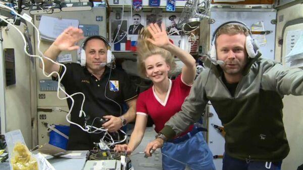 Космонавт Антон Шкаплеров, актриса Юлия Пересильд и режиссер Клим Шипенко на Международной космической станции