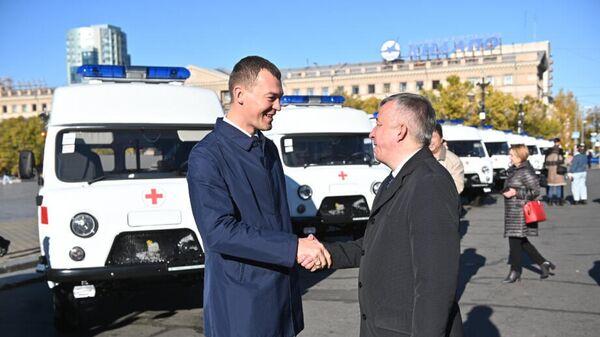 Губернатор хабаровского края Дегтярев передает новые автомобили скорой медицинской помощи