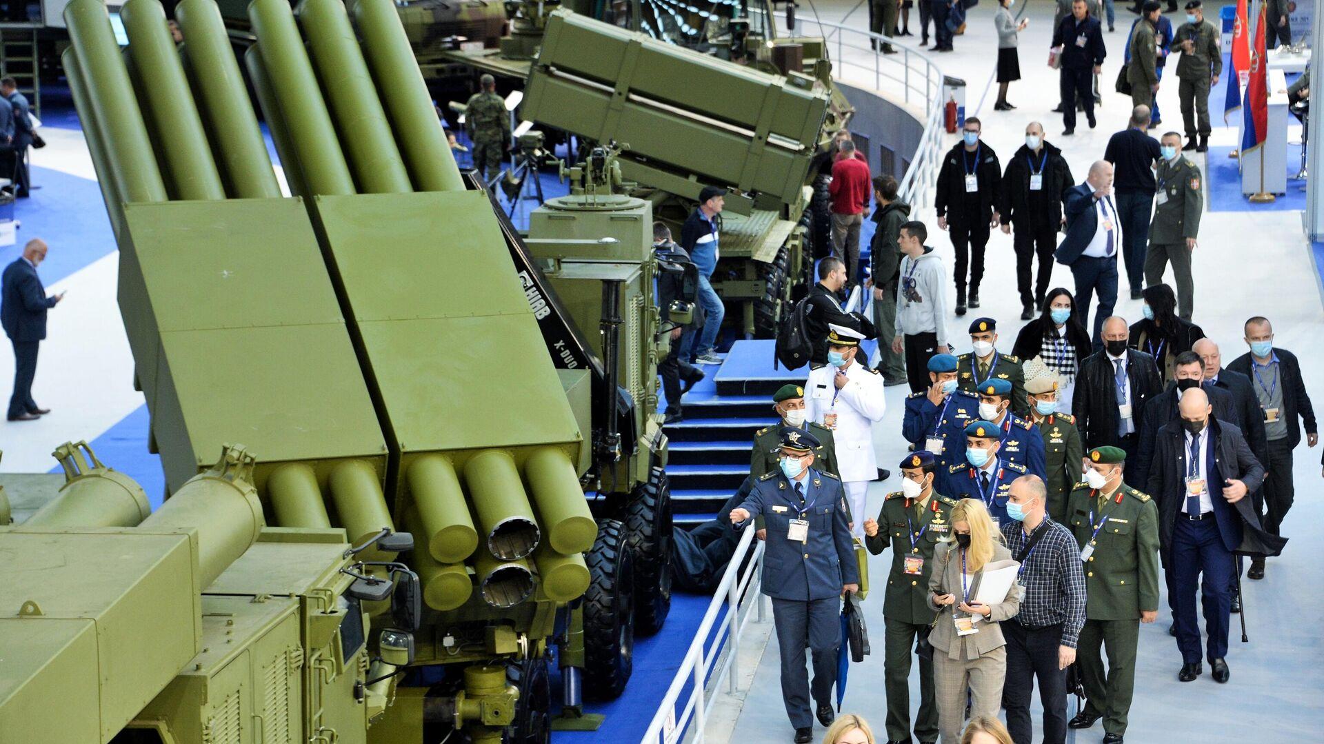 Посетители на международной выставке вооружения и военной техники PARTNER-2021 в Белграде - РИА Новости, 1920, 12.10.2021