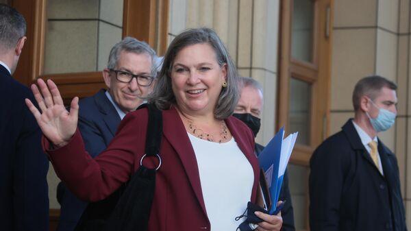 Заместитель госсекретаря США Виктория Нуланд у здания МИД РФ