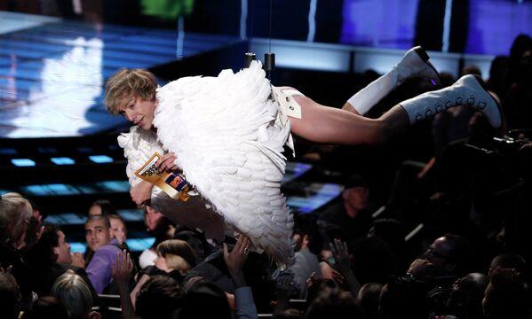 Саша Барон Коэн в образе Бруно на церемонии MTV Movie Awards 2009