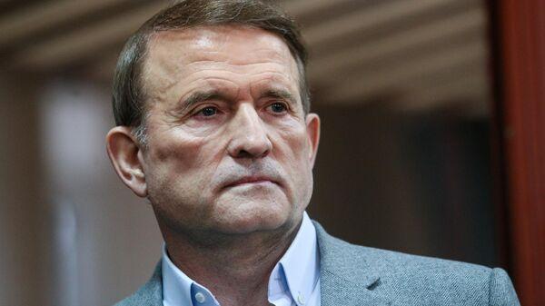 Председатель политсовета партии Оппозиционная платформа - За жизнь Виктор Медведчук на заседании Печерского районного суда города Киева
