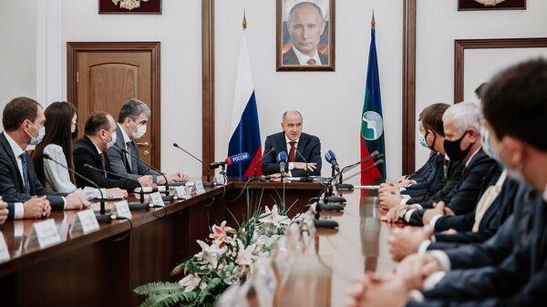 Глава Карачаево-Черкесии Рашид Темрезов  во время совещания