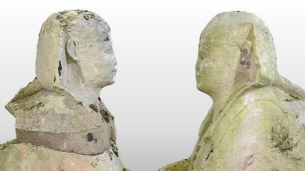 Пара резных египетских статуй сфинкса, проданная на аукционе в Саффолке