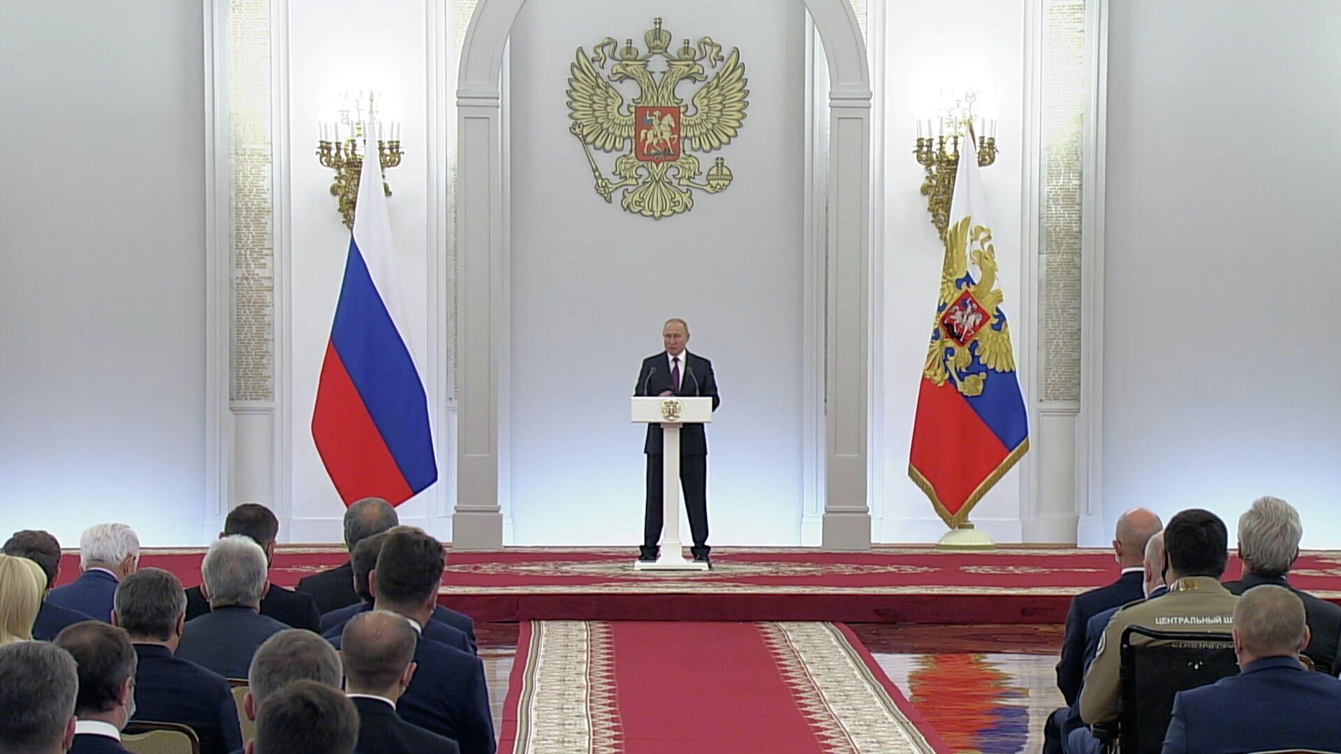 Путин: Главный наш враг – это низкие доходы наших граждан, миллионов наших людей - РИА Новости, 1920, 12.10.2021