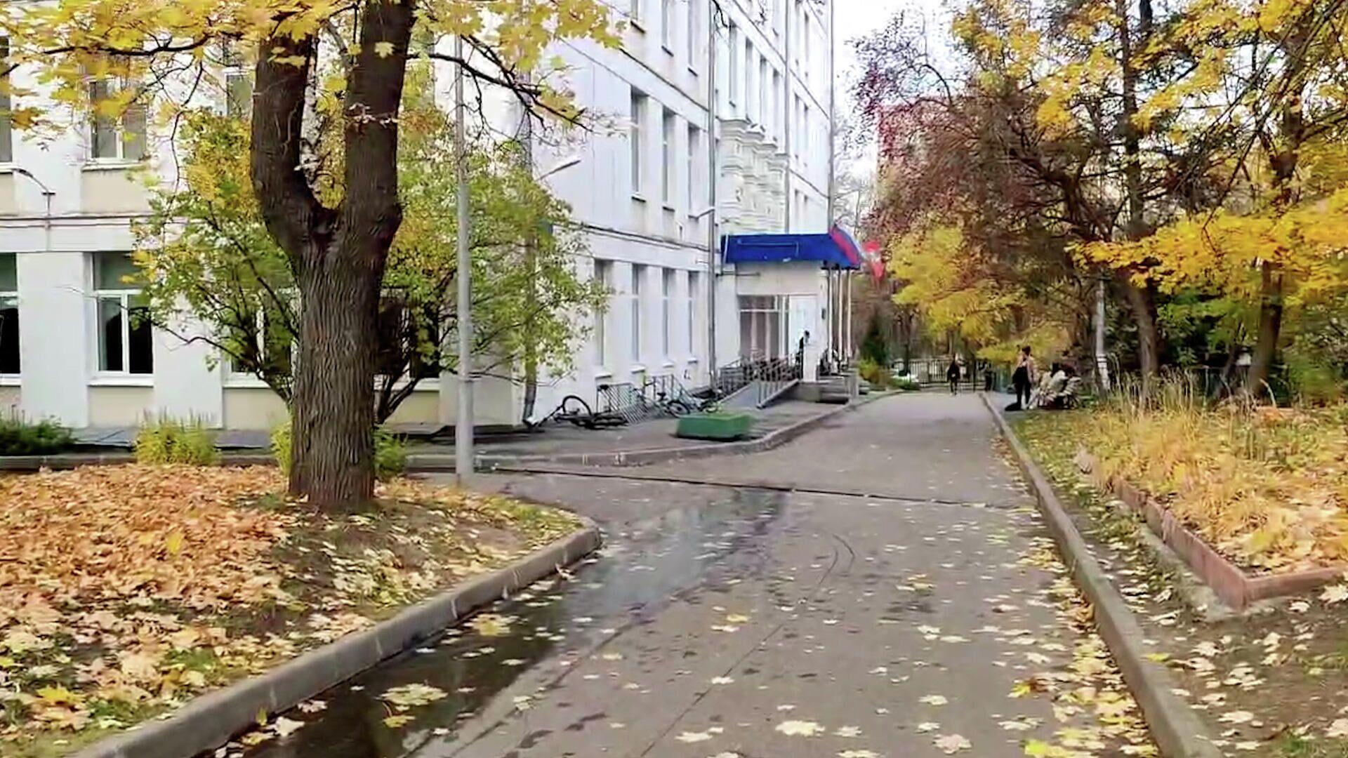 Кадры школы в Москве, где молодой человек открыл стрельбу - РИА Новости, 1920, 13.10.2021