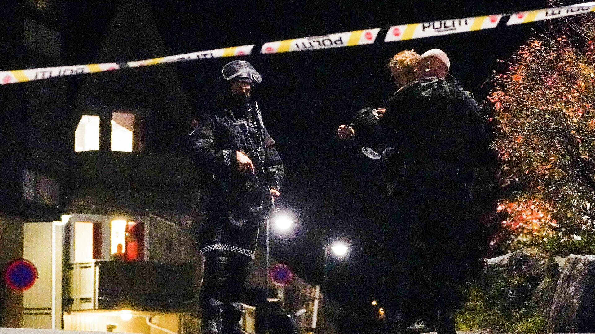 В норвежском городе Конгсберг несколько человек стали жертвами злоумышленника, стрелявшего из лука - РИА Новости, 1920, 13.10.2021