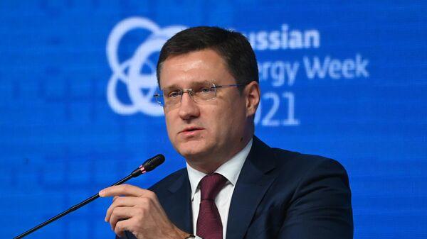 Заместитель председателя правительства РФ Александр Новак на пленарном заседании  в рамках Российской энергетической недели