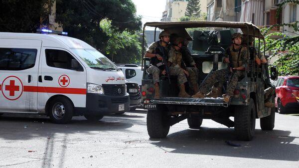 Военные рядом с местом проведения акции протеста в Бейруте