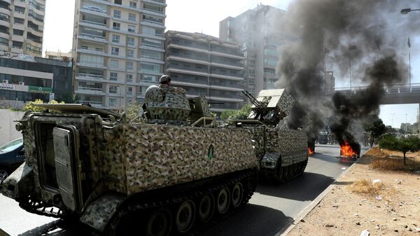 Солдаты ливанской армии на месте акции протеста в Бейруте, Ливан