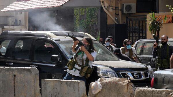 Сторонники шиитской группировки, во время вооруженных столкновений, вспыхнувших во время акции протеста в южном пригороде Бейрута, Ливан