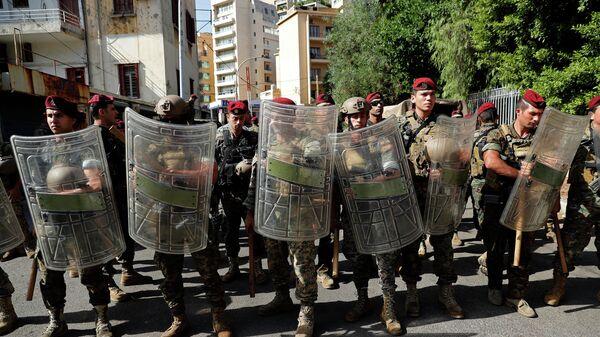 Военнослужащие на месте демонстрации в Бейруте, Ливан
