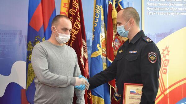 Награждение водителя микроавтобуса городского маршрута №43 Алексея Никандрова в МВД по Чувашской Республике
