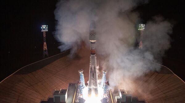 Пуск ракеты-носителя Союз-2.1б с разгонным блоком Фрегат и 36-ю аппаратами компании OneWeb с космодрома Восточный в Амурской области