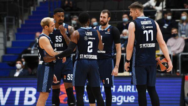 Игроки БК Зенит в матче регулярного чемпионата мужской баскетбольной Евролиги сезона 2021/2022 между БК Зенит (Россия, Санкт-Петербург) и БК Бавария (Германия, Мюнхен).