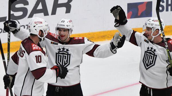 Хоккеисты рижского Динамо в матче КХЛ
