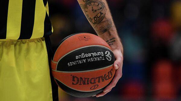 Игрок БК Фенербахче Нандо Де Коло в матче 21-го тура регулярного чемпионата мужской баскетбольной Евролиги сезона 2020/2021 между ПБК ЦСКА (Москва, Россия) и БК Фенербахче (Стамбул, Турция).