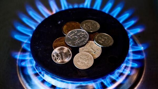 Монеты на газовой конфорке