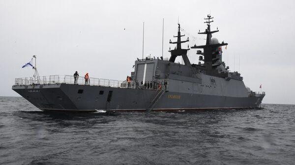 Корвет Громкий Тихоокеанского флота ВМФ России во время совместных российско-китайских военно-морских учений Морское взаимодействие – 2021 в Японском море