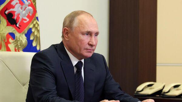 Президент РФ Владимир Путин во время встречи в режиме видеоконференции с лидером партии Новые люди Алексеем Нечаевым