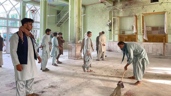Место взрыва в шиитской мечети в Кандагаре