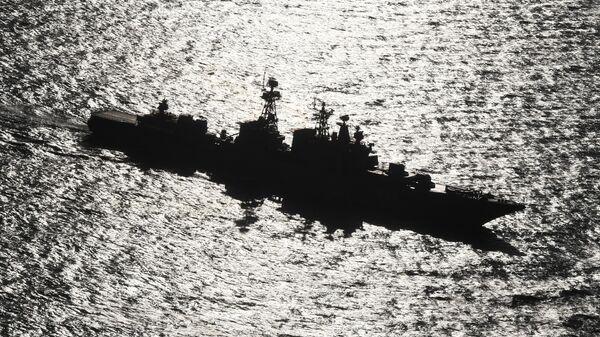 Большой противолодочный корабль Адмирал Пантелеев ВМФ РФ во время маневрирования на учениях Морское взаимодействие-2021 в Японском море