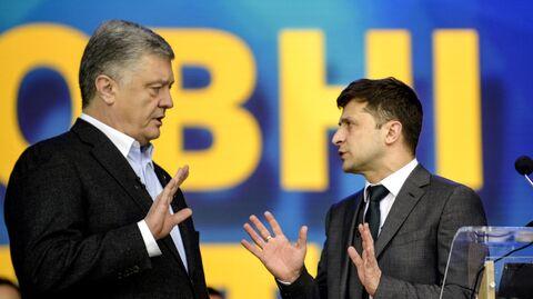 Петр Порошенко и Владимир Зеленский во время дебатов по президентским выборам на Олимпийском стадионе в Киеве 19 апреля 2019 года
