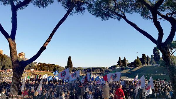 Жители Рима вышли на акцию протеста