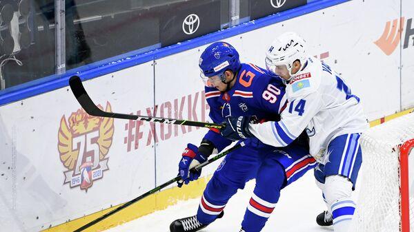 Игровой момент в матче КХЛ между СКА и Барысом