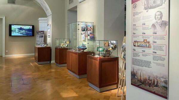 Экспонаты на выставке Морским судам быть! в Президентской библиотеке в Санкт-Петербурге