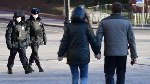 Сотрудники полиции в масках