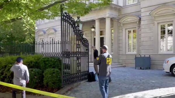 Агенты ФБР у дома Олега Дерипаски в Вашингтоне. Кадр видео
