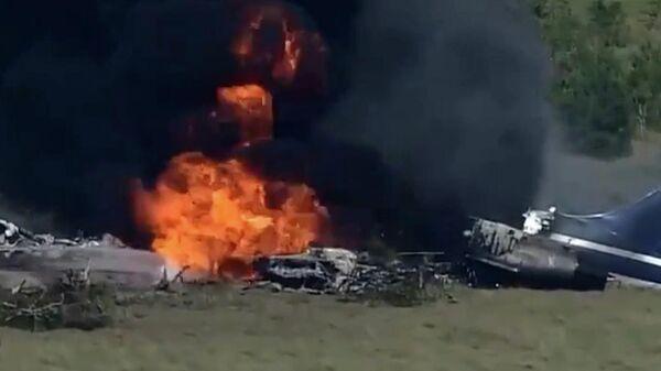 В Техасе упал самолёт с 21 пассажиром на борту. Кадры после крушения