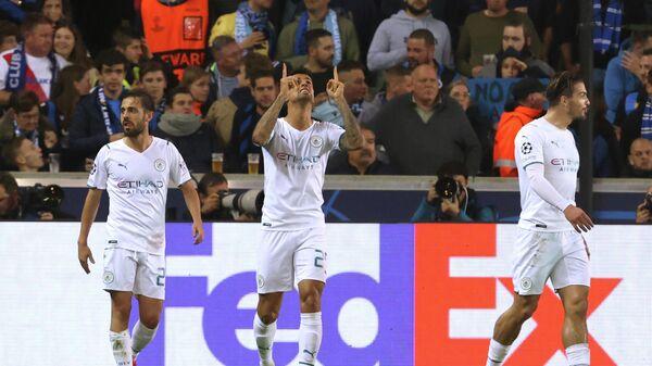 Футболисты Манчестер Сити радуются забитому голу в матче с Брюгге.