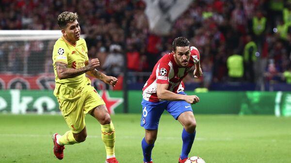 Роберто Фирмино и Коке в матче Лиги чемпионов