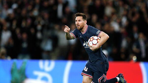 Лионель Месси празднует забитый мяч в матче Лиги чемпионов с Лейпцигом.