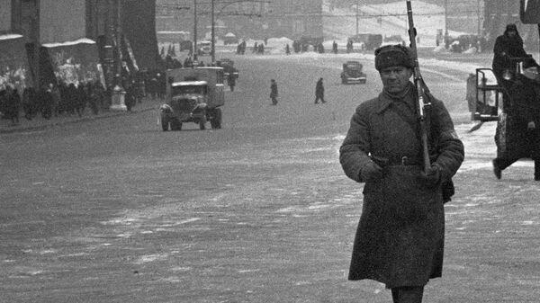 Жизнь города. Москва, улица Горького. Ноябрь 1941 года.