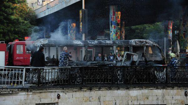 Место взрыва автобуса с военными в Дамаске
