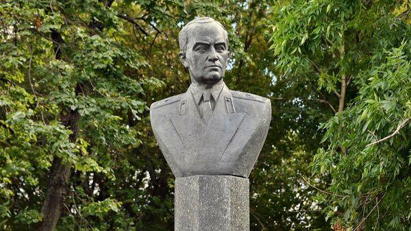 Памятник авиаконструктору Владимиру Климову в Москве