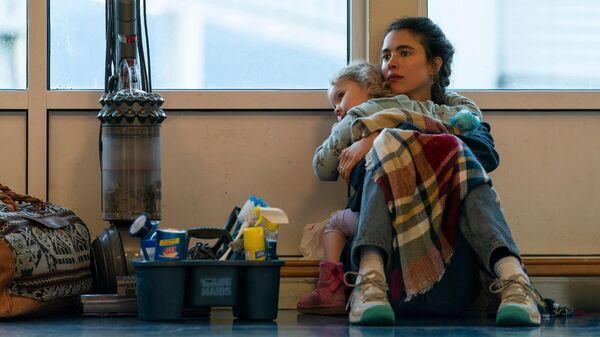 Кадр из сериала Уборщица. История матери-одиночки